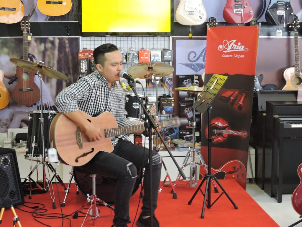 Aria Guitars in Cambodia